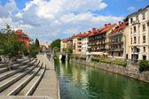 LJUBLJANA, SLOVENIA - CIRCA JULY 2014: Old town embankment in Lj — 图库照片