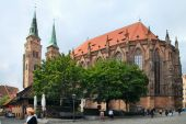 NURNBERG, GERMANY - JULY 13 2014: Hauptmarkt, the central square — Stock Photo