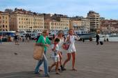 MARSEILLE - JULY 2, 2014: Old port (Vieux-Port) with people walk — Stock Photo