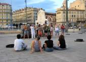 MARSEILLE - JULY 2, 2014: The musician entertain people in the o — Stock Photo
