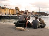 MARSEILLE - JULY 2, 2014: Old port (Vieux-Port) with people sitt — Stock Photo