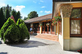 CSENGER, HUNGARY - CIRCA JULY 2014 : Courtyard in Csenger, Hunga — Stock Photo