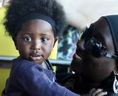 ACCRA, GHANA - July 1, 2014.  Unidentified Ghanaian little baby girl on her mother arms. People of Ghana suffer of poverty due to the difficult economic situation — Stock Photo