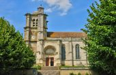 Oise, the historical church of Montjavoult — Stock Photo