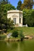 Мария Антуанетта недвижимость в парк Версальского дворца — Стоковое фото