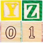 文字と数字の木製おもちゃブロック — ストック写真
