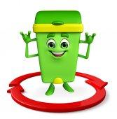 Çöp Kovası karakter ok ile — Stok fotoğraf