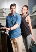 Young couple shopping. — Stock Photo