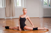 Fit dancer. — Stock Photo