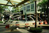 Serendra Park in Bonifacio Global City in the Philippines — Zdjęcie stockowe