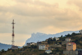 Radio tower and a building in the mountains at sunset — ストック写真