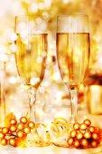 Verres de vin dans une atmosphère festive — Photo