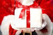 Père noël avec boîte-cadeau — Photo