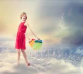 Mujer joven con coloridos bolsos de compras — Foto de Stock