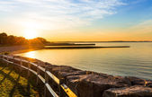 Sunrise at a scenic beach — Stock Photo