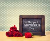 Happy Mothers Day chalkboard message — Stock Photo