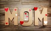 MOM text with heart shaped decorations — Fotografia Stock