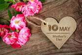 May 10th Mothers Day heart shaped card with roses — Stock Photo