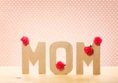 MOM Text with Carnation Flowers — Stock Photo