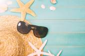Sunglasses with sea shells and straw hat — Stock Photo