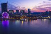 Kobe harbor at night with ferris wheel — Stock Photo