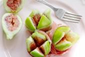 Rioe figs with Parma ham — Stock Photo