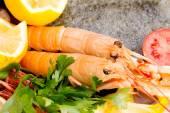 Fresh prawns with food garnish — Stock Photo