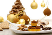 Christmas sweets, meringue and chocolate bauble with christmas c — Stock Photo
