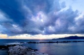 Blue hour with stormy clouds over the sea — Stock Photo