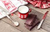 Valentine hearts decorated mug with Modica chocolate and vintage — Zdjęcie stockowe