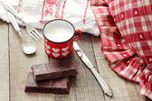 Valentine hearts decorated mug with Modica chocolate and vintage — ストック写真