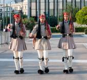Evzones soldiers marching in Athens, Greece — Stock Photo