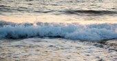 Zee golven laat in de avond — Stockfoto