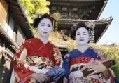 Geisha women in traditional dress — Stock Photo