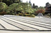 Zen garden with sand tower — Stock Photo