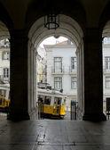 Tram di Lisbona nel quartiere di Bairro Alto, Lisbona. — Foto Stock