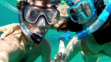 Underwater snorkeling couple ok sign slow motion — Stock Video