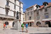 Tourists visiting city of Split, Croatia — Foto de Stock