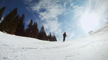 Slow motion of a skier skiing down on the slope — Stock Video