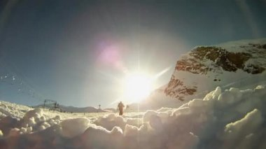 Skier skiing down the slope — Stock Video