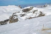 Montagne dolomiti in inverno, stazione sciistica in italia — Foto Stock