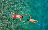 Couple snorkeling at Phi Phi Island, Phuket, Thailand — Stock Photo
