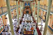 Adherents to Cao Dai religion praying in Vietnam — Foto de Stock