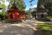 Ancient Hindu temple in Pashupatinath before the earthquake that — Stock Photo