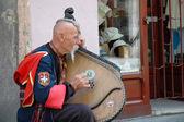 Ukrainian cossak playing on his bandura instrument — Stock Photo
