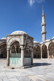 Ablution fountain and minaret of the Blue Mosque — Stock Photo