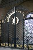 Old metallic gates decorated by sun and half-moon symbols. — Stock Photo