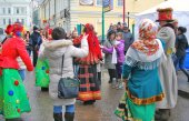 People dance on the street. Shrovetide celebration in Moscow — Stock Photo