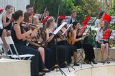 Orchester spielt im gorki park in moskau. — Stockfoto
