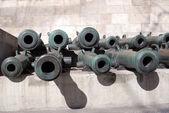 Gamla kanoner visas i Moskva Kreml. — Stockfoto